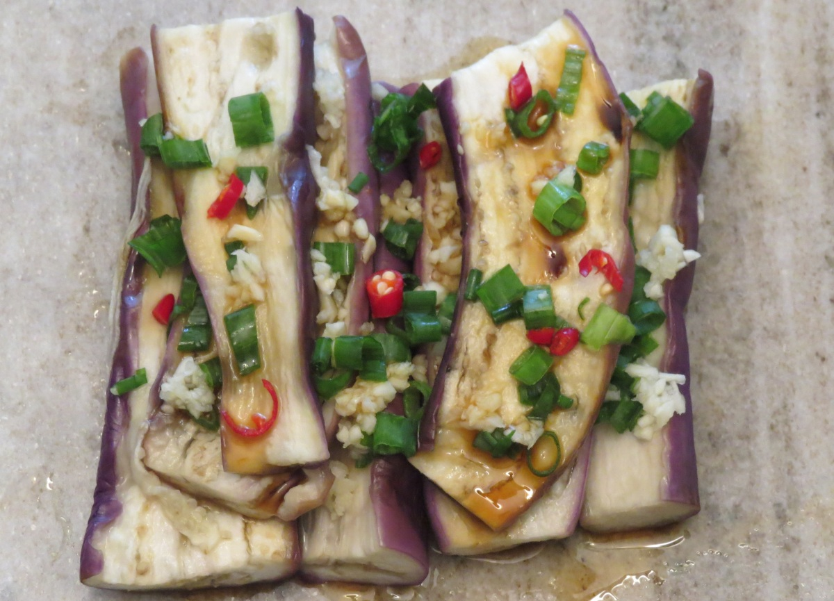 Juicy Steamed Eggplant