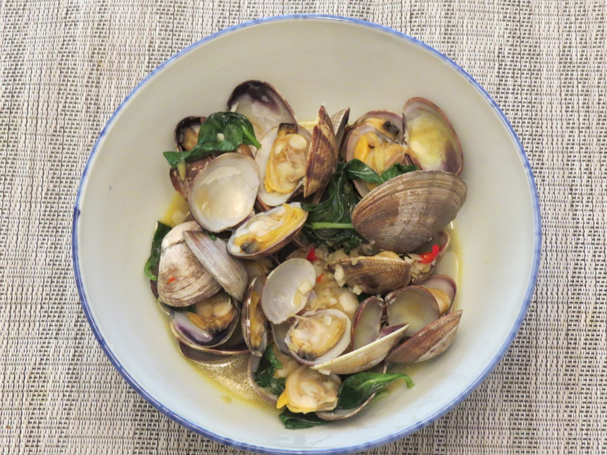 Spicy Basil Clams