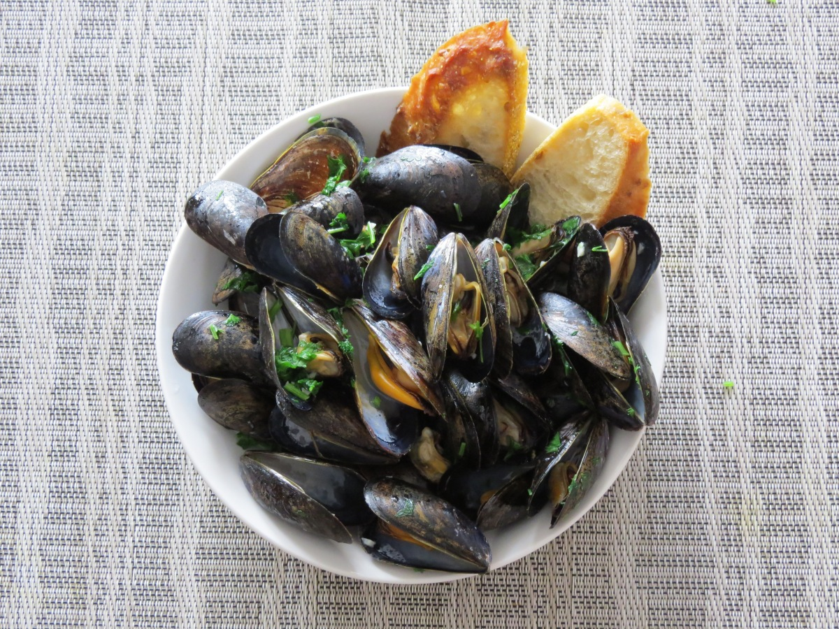 Parsley-scented Mussels
